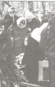 А.И. Цветаева на прохоронах сына Андрея. Февраль, 1993 год. Ваганьковское кладбище. Фото В. Кузнецова