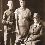 Лев Гумилёв с матерью и бабушкой, А.И. Гумилёвой
