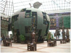"""Монумент по библейским мотивам """"Яблоко"""""""