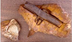 Молоток в каменном угле