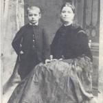 В детстве, с мамой