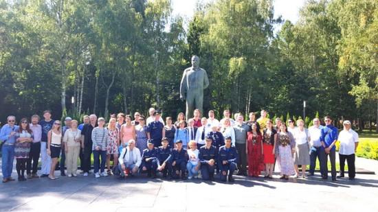 После возложения цветов к памятнику Юрию Алексеевичу Гагарину