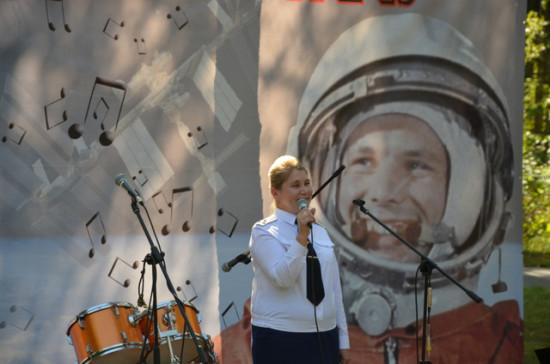 Поёт военный лётчик, полковник Г.П. Скробова-Кошкина