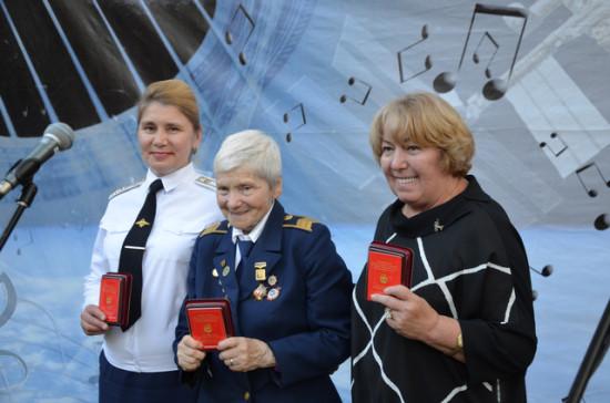 Награждение медалью им. В.П. Чкалова участниц перелётов