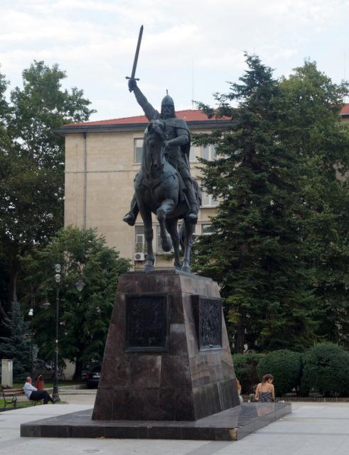 Памятник царю Колояну, создателю болгарского государства