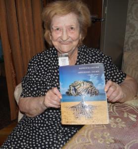 4 Елена Димитрова с Анталогией поэтов Варны