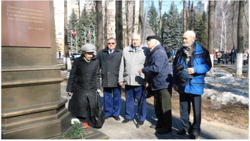 Возложение цветов к подножью бюста Ю.А. Гагарина