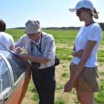 Подписываю лётчику-планеристу Ладе Зиновьевой свою книгу